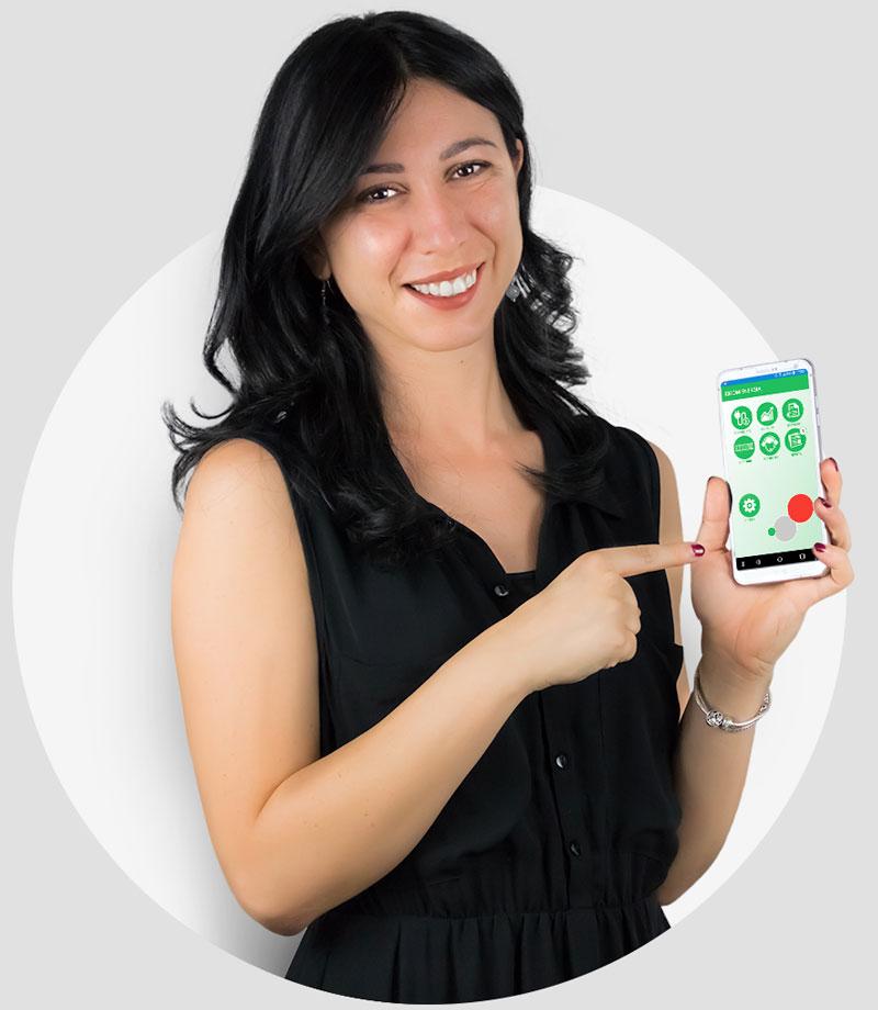 Ragazza con smartphone e app Eicom
